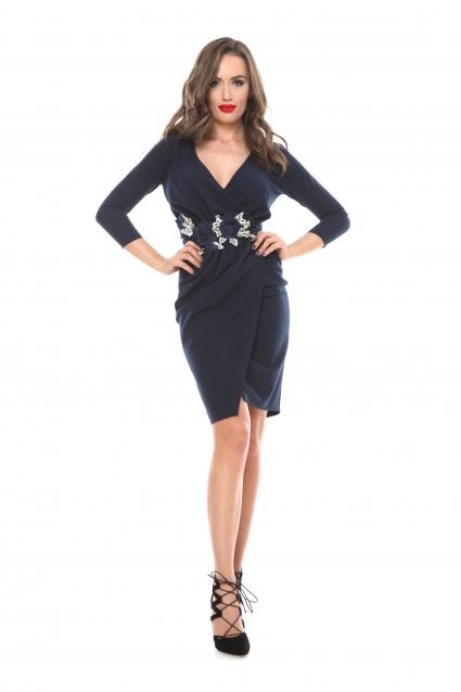Rochie bleumarin Roserry petrecuta din stofa eleganta cu aplicatie florala